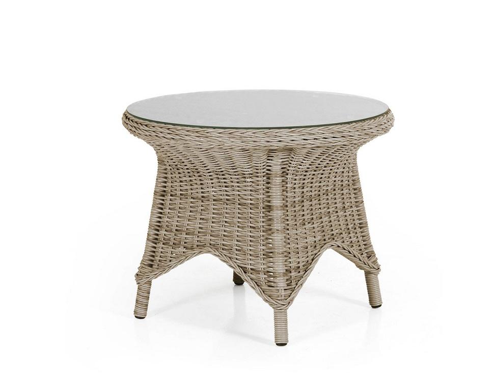 """Стол """"Paulina beige"""". Материалы: искусственный ротанг, алюминий, стекло. Размер стола: диаметр - 70 см, h=55 см. Сверху столешница из закаленного стекла. Цвет: бежевый. Производство: Швеция, Brafab."""